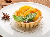 Рецепта Тарталети с маслен лимонов крем и праскови